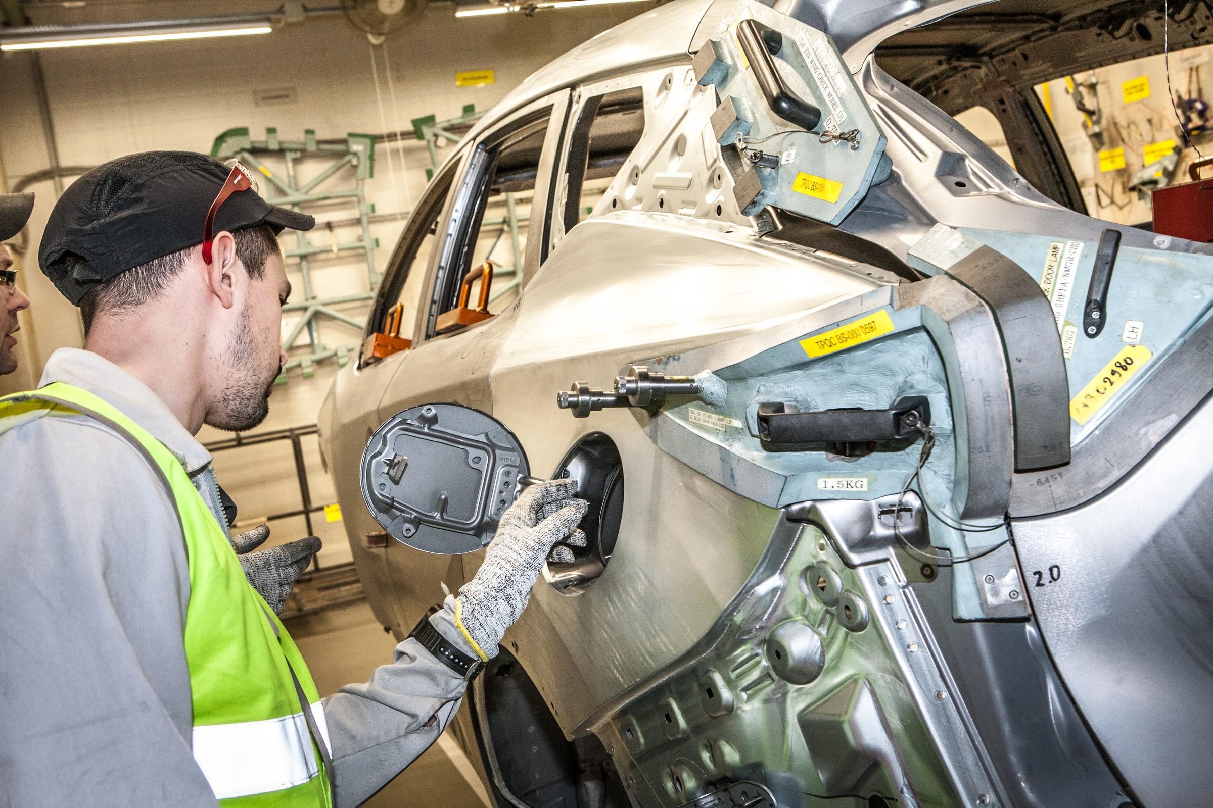 Проверка качества сварки кузова установкой технологических элементов