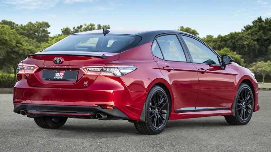 Теперь и в России: стартовали продажи обновлённого бизнес-седана Toyota Camry