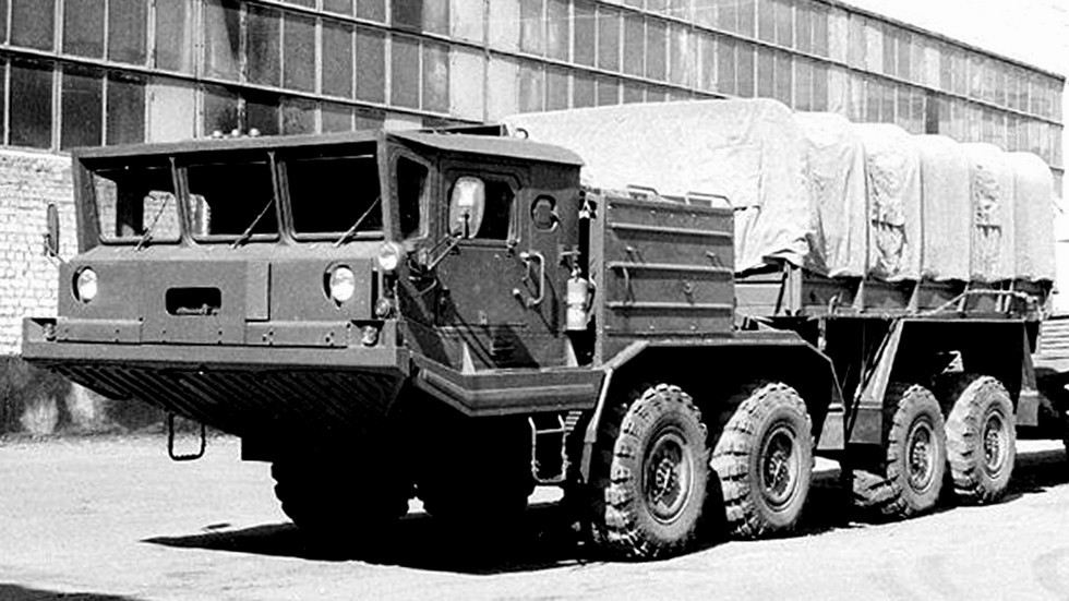 Серийный вариант модернизированного одномоторного тягача БАЗ-69531