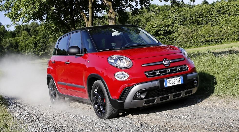 На фото: Fiat 500L Cross