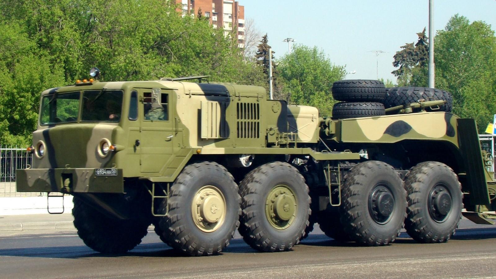 МАЗ-537Г последнего выпуска для буксировки танковых полуприцепов (фото автора)