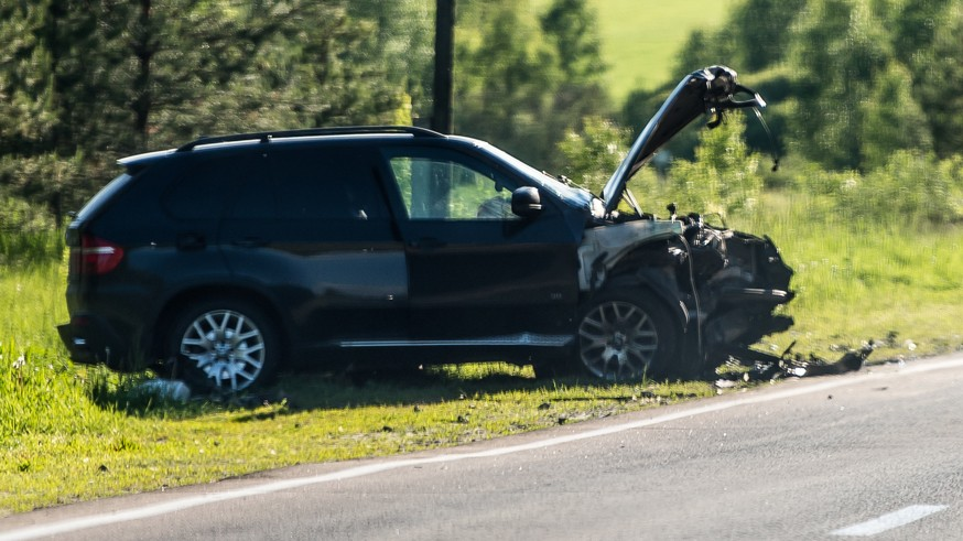 Напомним, в прошлом месяце были окончательно одобрены поправки , которые сделали наказание за ДТП с жертвами для скрывшихся с места происшествия водителей более суровым. Так, теперь если авария привела к причинению тяжкого вреда здоровью пострадавших, то виновнику будет грозить от 3 до 7 лет лишения свободы (раньше максимальный срок был ограничен 4 годами).Если в такой аварии погиб один человек, то виновник получит от 5 до 12 лет тюрьмы (раньше виновников сажали в тюрьму на срок от 2 до 7 лет). Если жизни лишились двое и более пострадавших, то водителя по новым правилам ждут 8 – 15 лет лишения свободы (а не от 4 до 9 лет, согласно прошлым правилам).