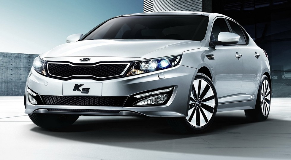 На фото: Kia K5