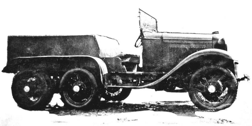 Легкое трехосное шасси Ford-A советской сборки для безоткатной пушки