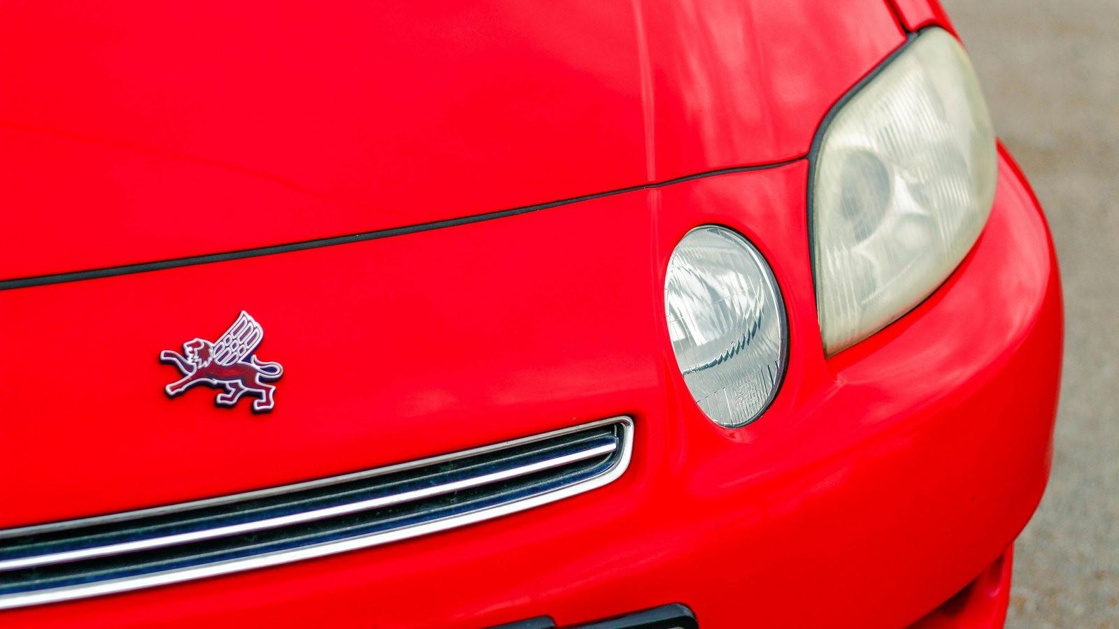 Toyota Soarer красная фары