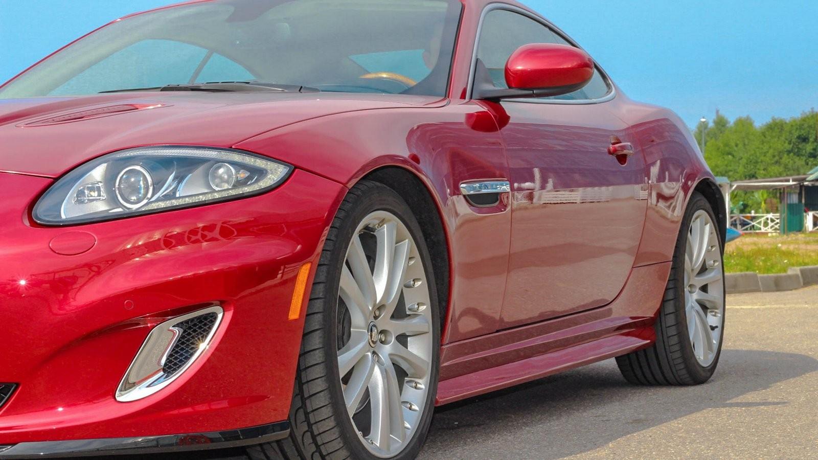 Jaguar XKR красный сбоку