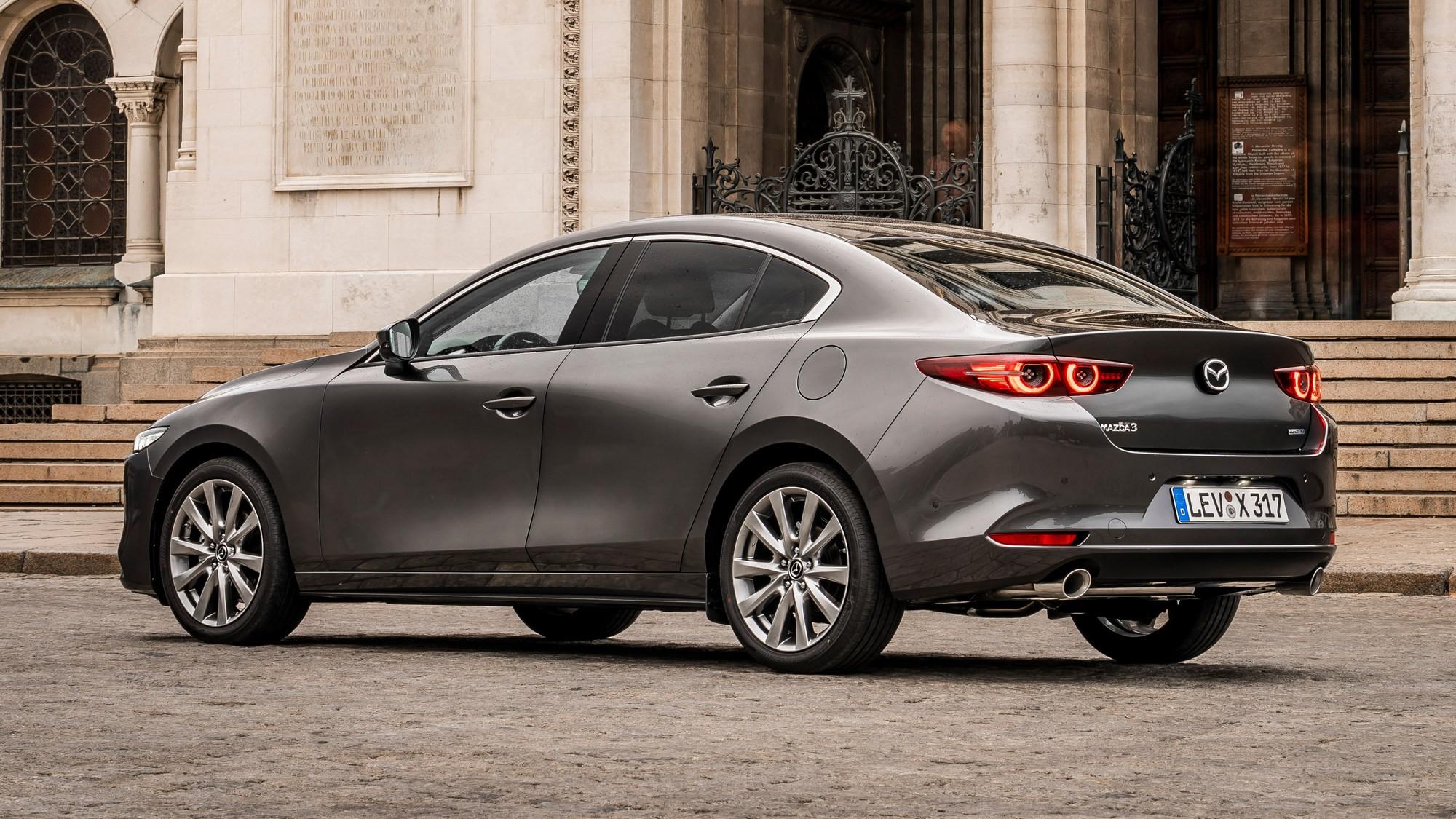 Бедная смесь: Mazda отзывает в России глохнущие «трёшки»