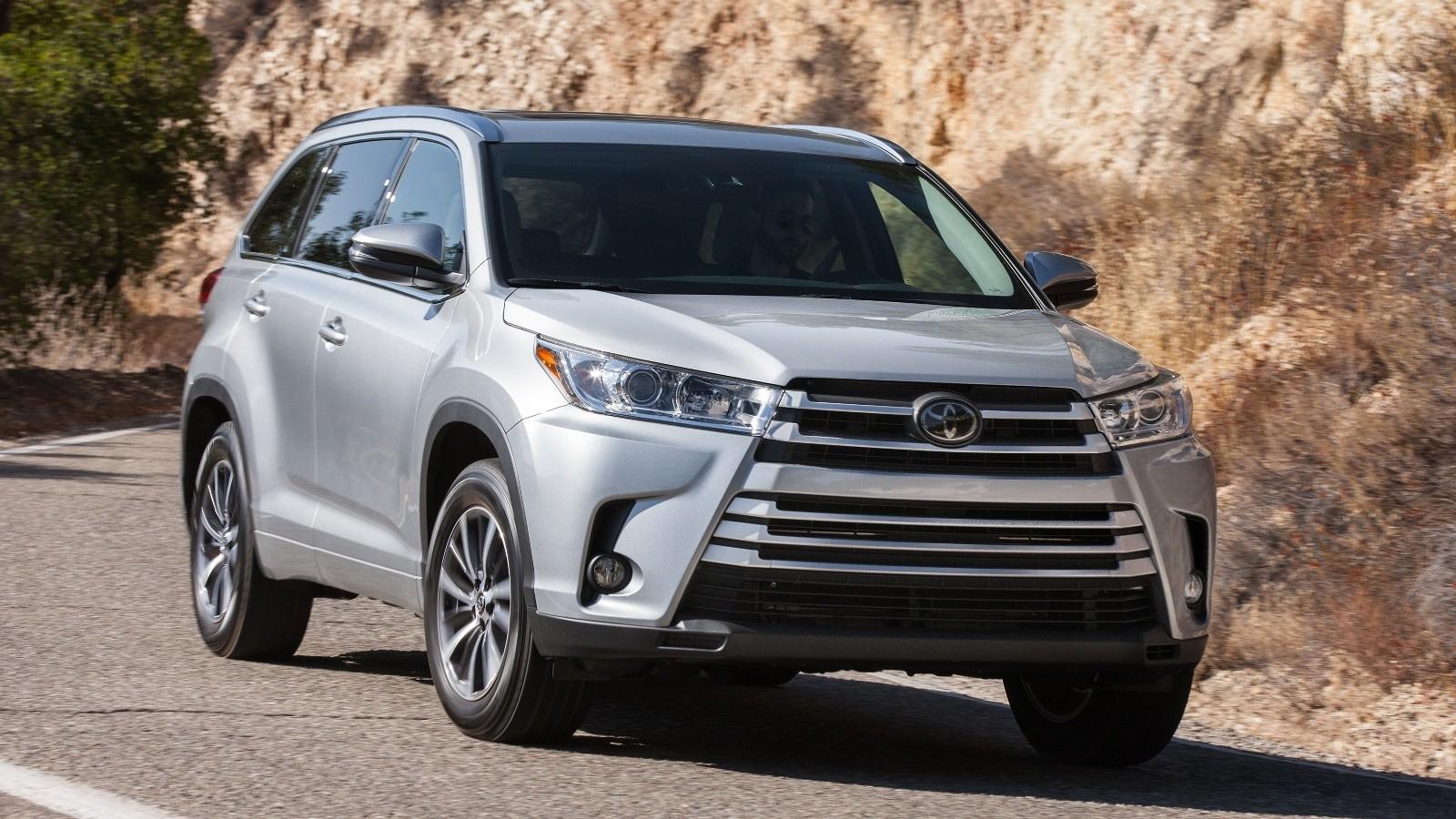 На фото: обновленный Toyota Highlander