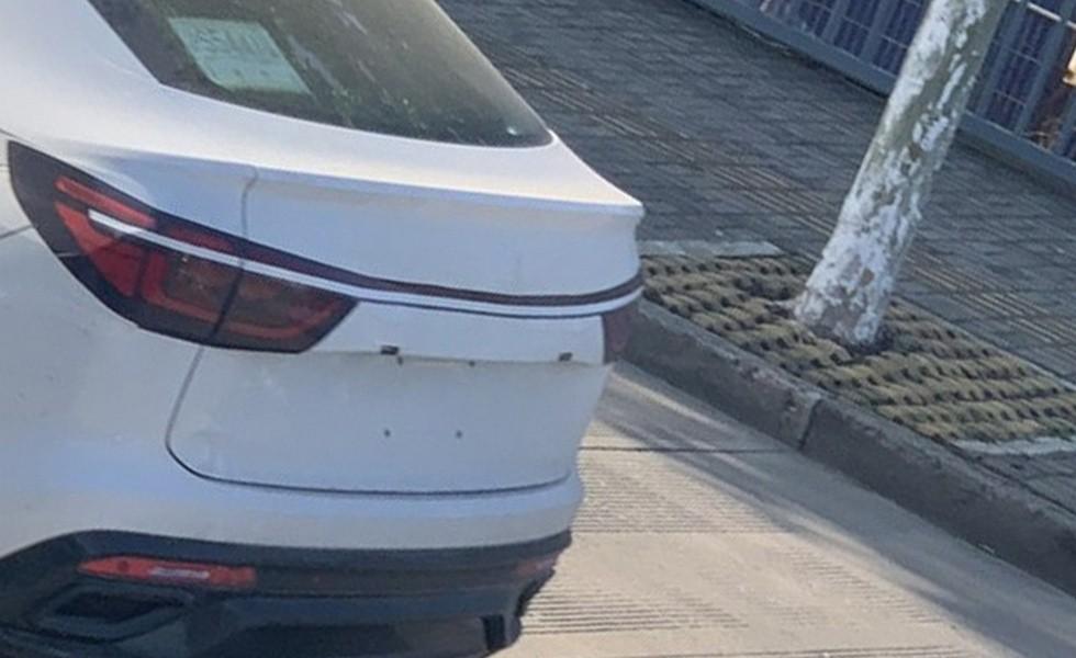 Прикинувшийся кроссовером Changan купеобразный Volkswagen Tiguan снова проехался на камеру