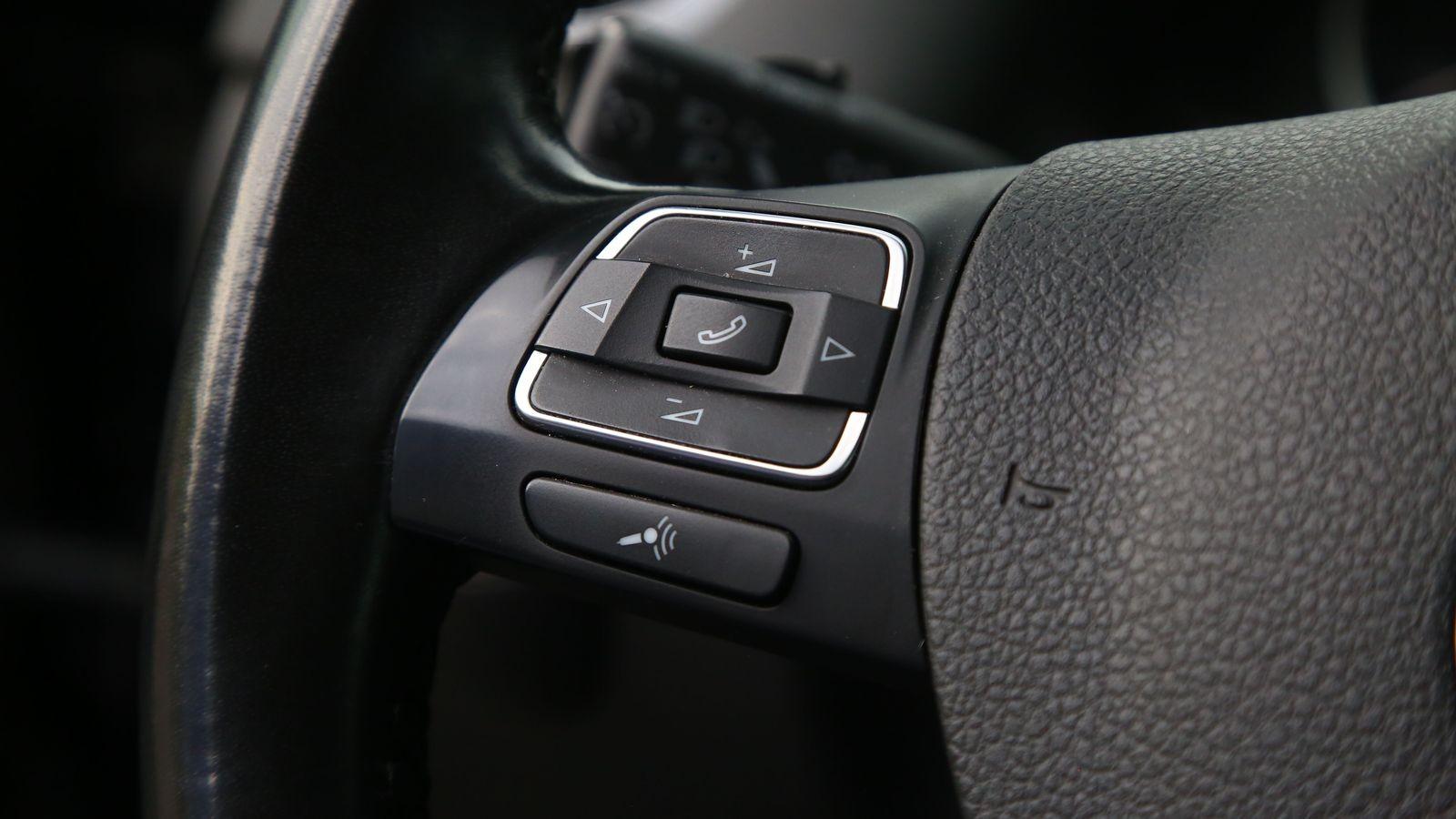 Volkswagen Tiguan I с пробегом: облетающая кусками краска и салон, полный «колхоза»