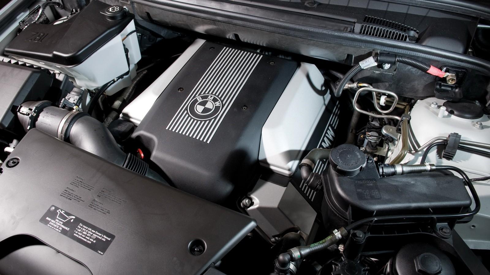 Под капотом BMW X5 4.6is