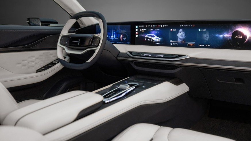 Lincoln готовится показать свой первый «батарейный» автомобиль: новинка засветила оптику