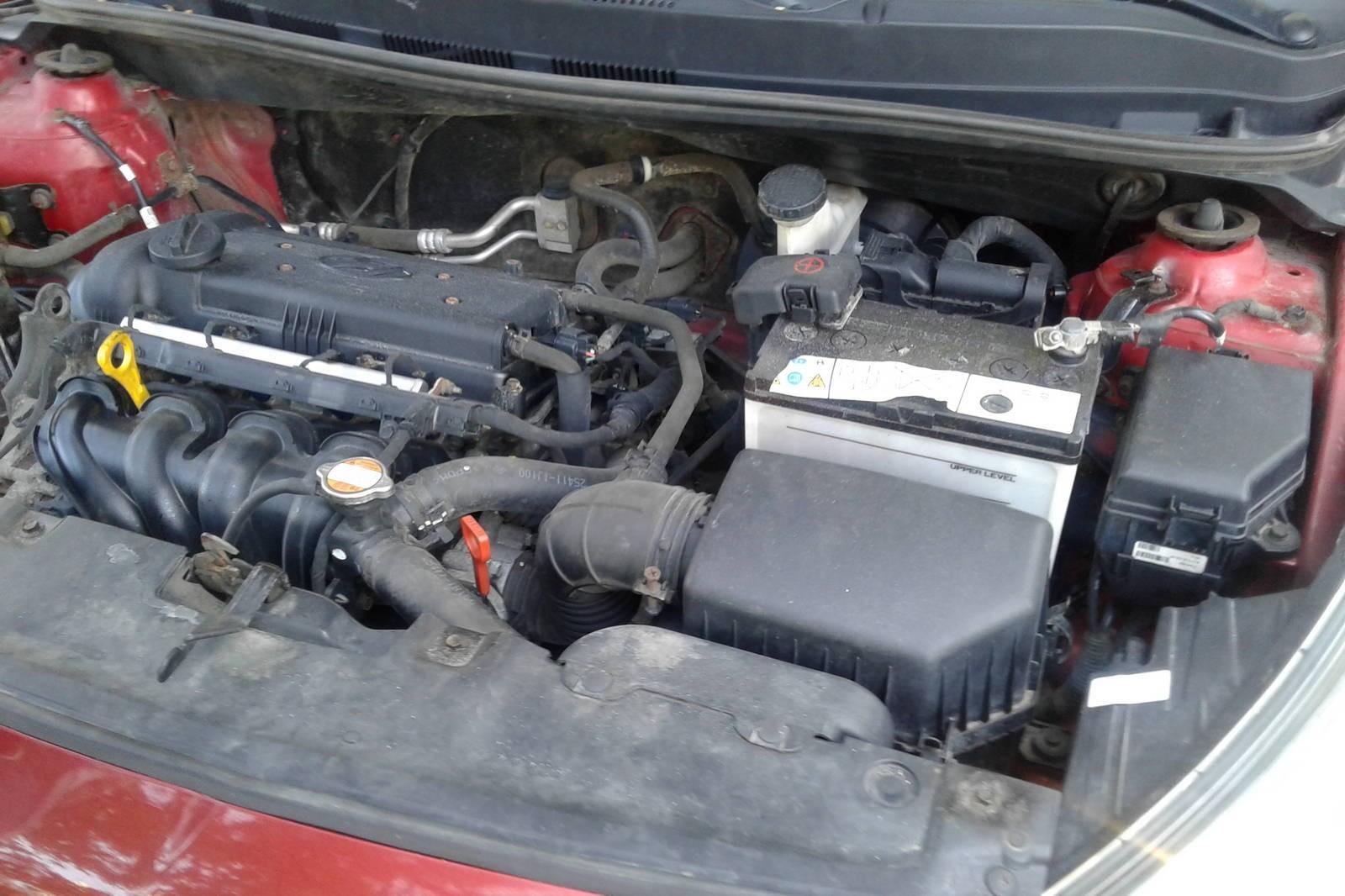 Hyundai Solaris малиновый двигатель