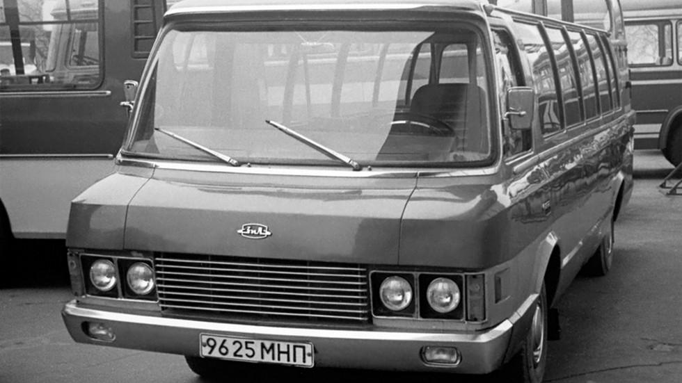 Юность по размерам уступала полноценным автобусам, но была заметно крупнее «рафиков»