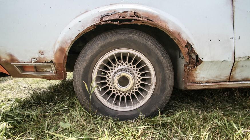 Очередные поправки: штраф за брошенные машины и парковку на газоне, а за превышение – прежние