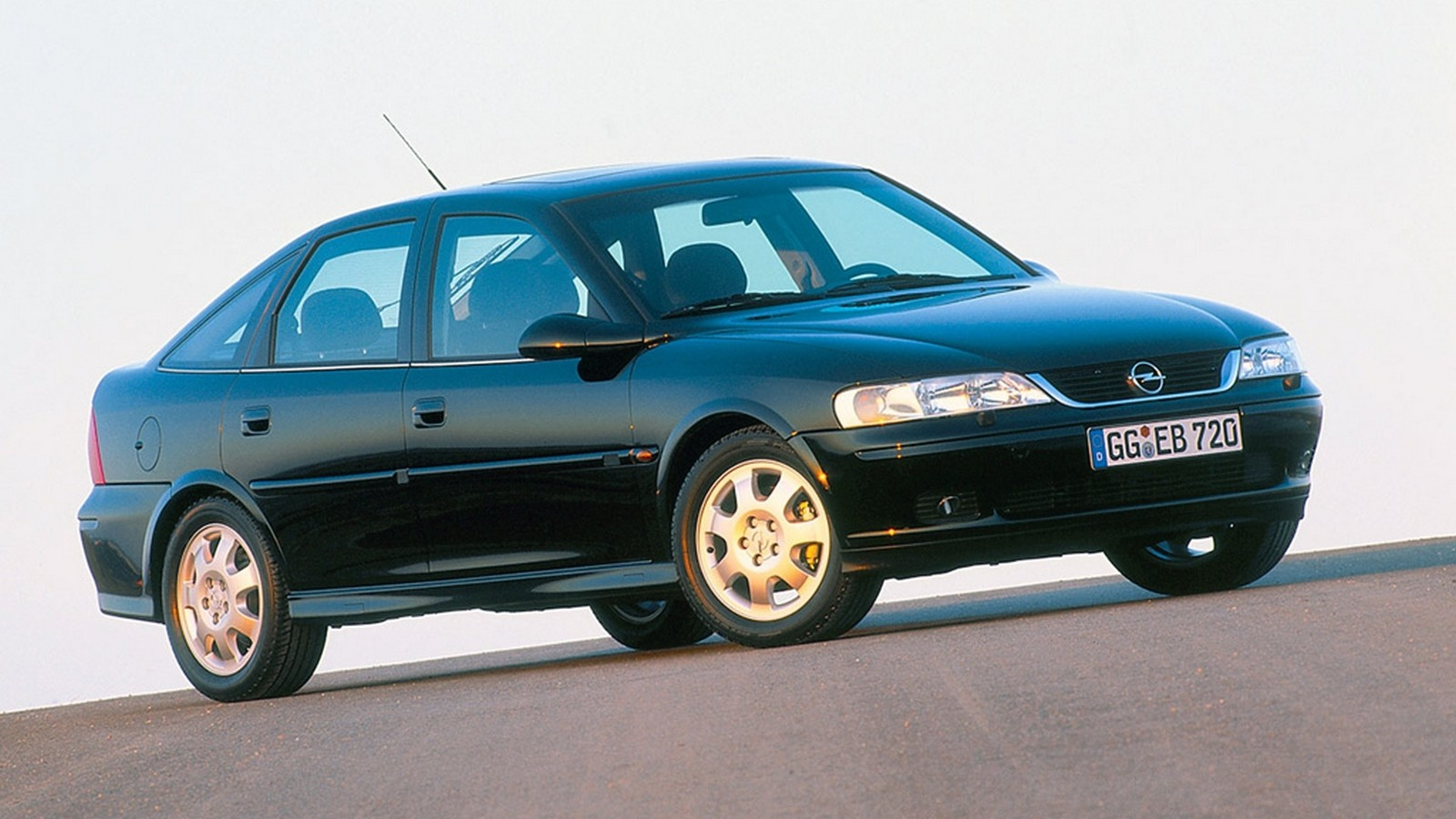 На фото: Opel Vectra Hatchback (B) '1999–2002