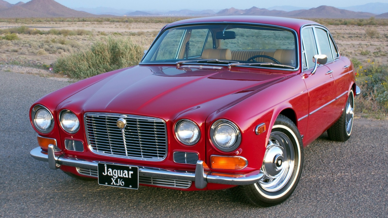 На фото: Jaguar XJ6 (Series I)
