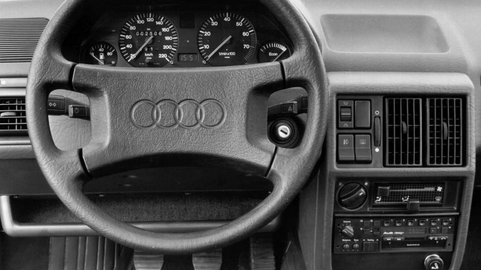 Так выглядел интерьер автомобилей до 1988 года.
