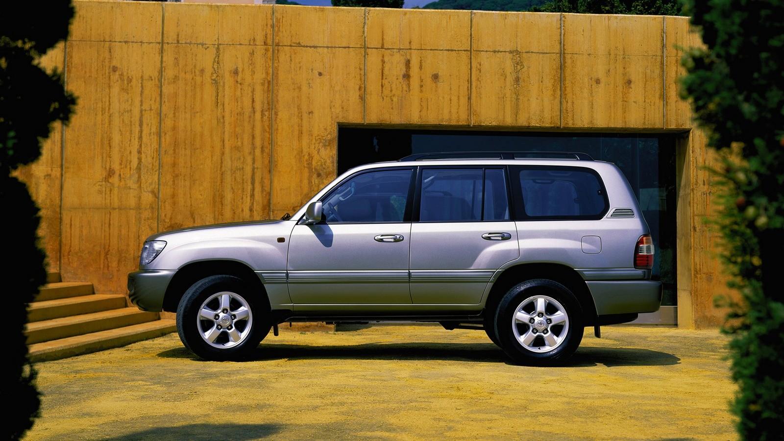 На фото: Toyota Land Cruiser 100 '2005–07