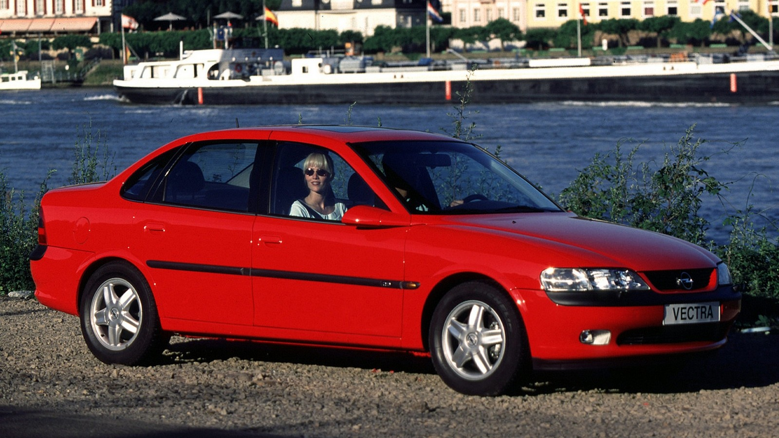 На фото: Opel Vectra Sedan (B) '1995–99