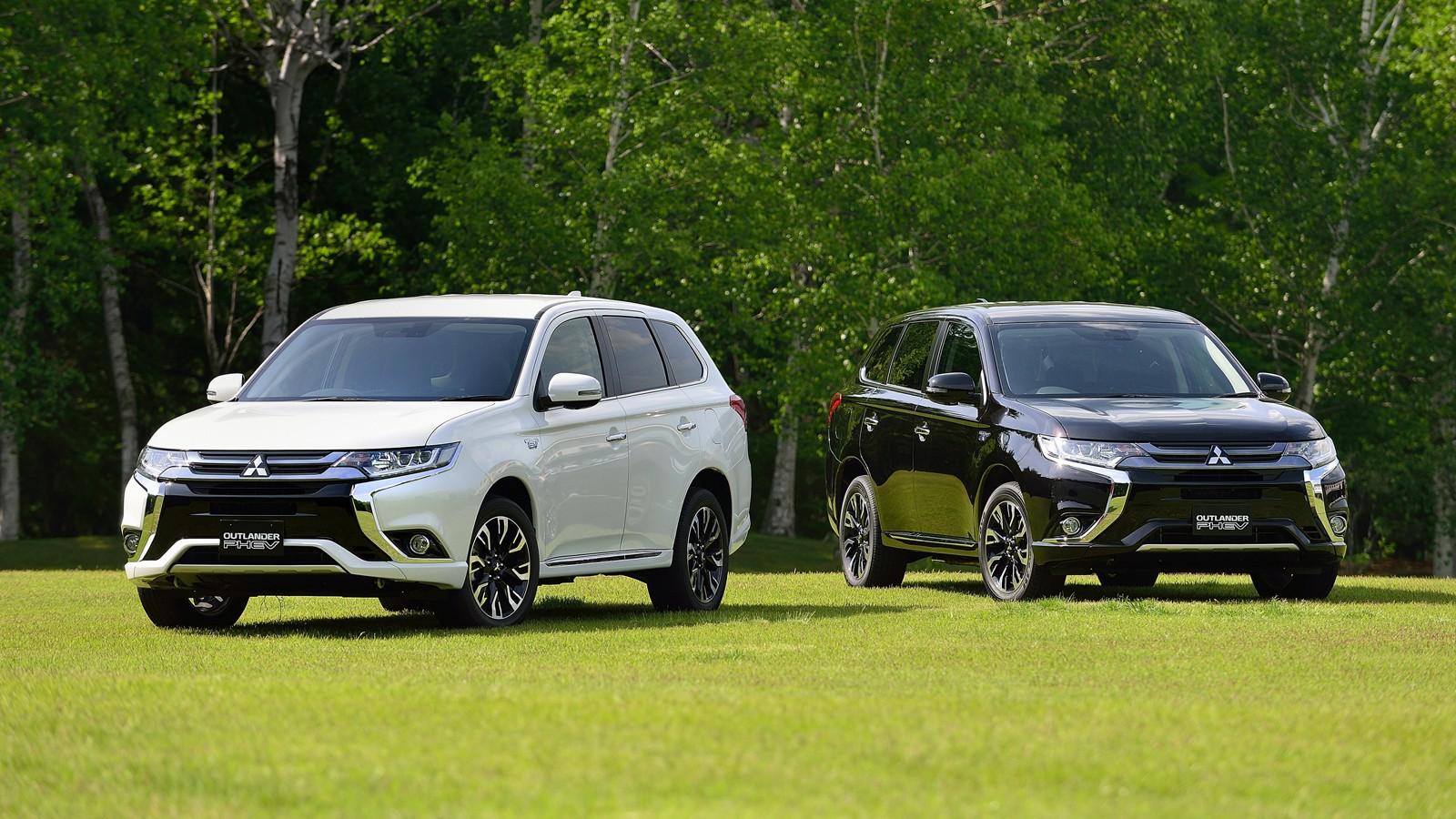 На фото: актуальная версия Mitsubishi Outlander PHEV