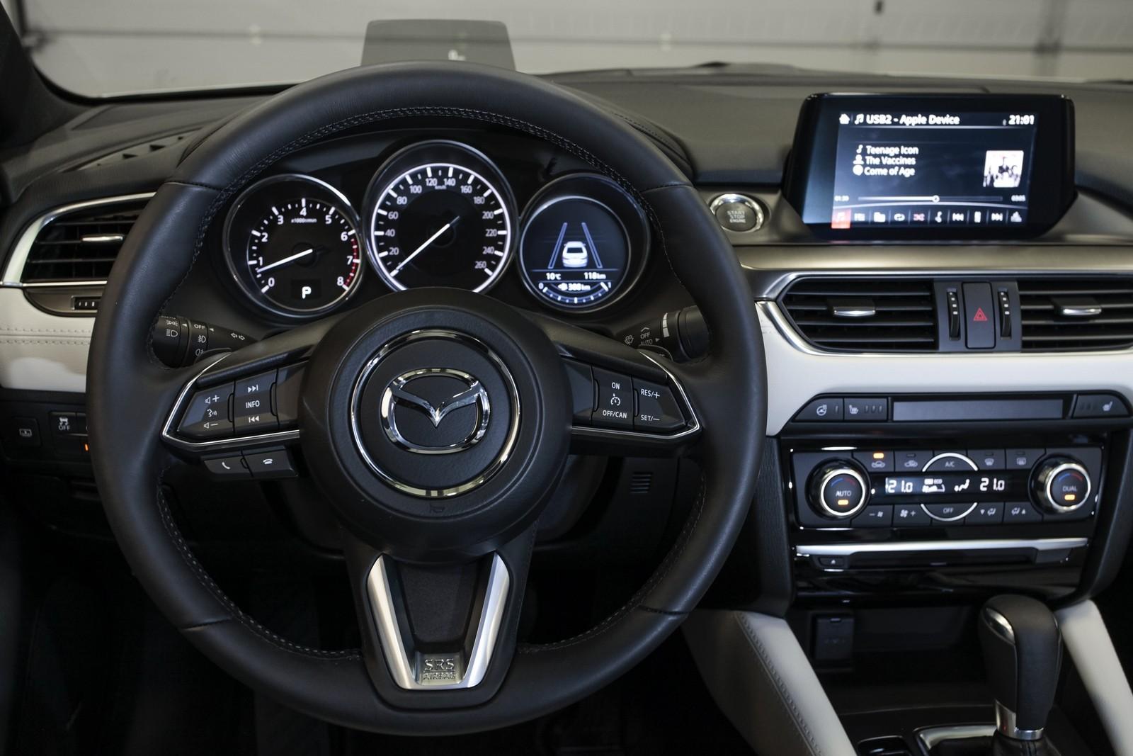 Mazda6_IPM_interior_018