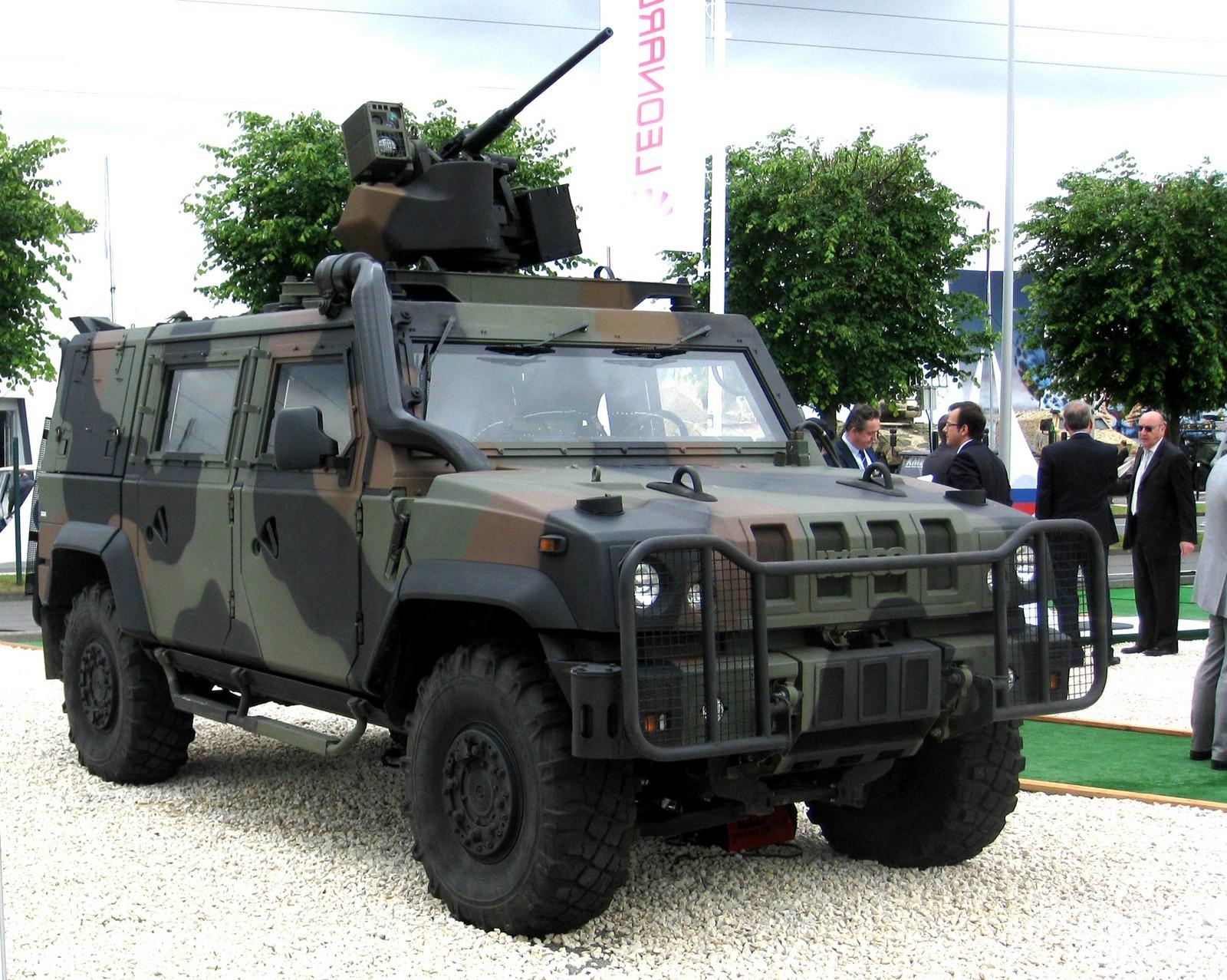 Бронемашина IVECO LMV с дистанционно управляемым модулем