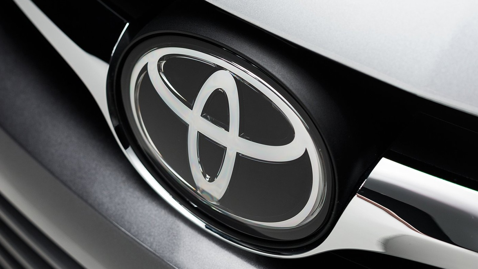 Toyota-Camry-2015-1600-4c