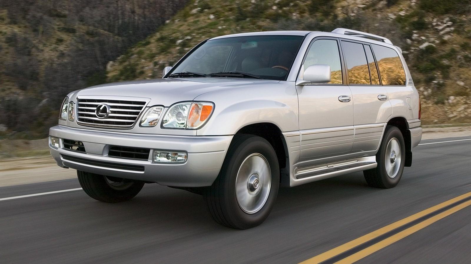 На фото: Lexus LX 470 2007