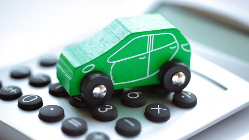 Напомним, несколько лет назад водителей, у которых нет действующего полиса ОСАГО, должны были начать штрафовать дорожные камеры. Однако, подобные постановления автомобилистам по-прежнему не приходят. Не так давно стало известно о причине . Как оказалось, с техническим вопросом страховщики и ГИБДД уже разобрались. Но они так и сошлись во мнении о том, как наказывать таких водителей. По-прежнему не ясно, штраф должен выноситься за каждый проезд незастрахованного водителя под каждой камерой или всё-таки один раз в сутки.Сейчас штраф за езду без полиса ОСАГО составляет 800 рублей, но ранее его предлагали увеличить до 2 тыс. рублей. В этом случае даже один день для водителя без полиса в итоге может обернуться весьма внушительной суммой. Тем временем дорожных камер в стране становится всё больше. На сегодняшний день насчитывается около 12 тыс. только стационарных комплексов фото- и видеофиксации нарушений ПДД.