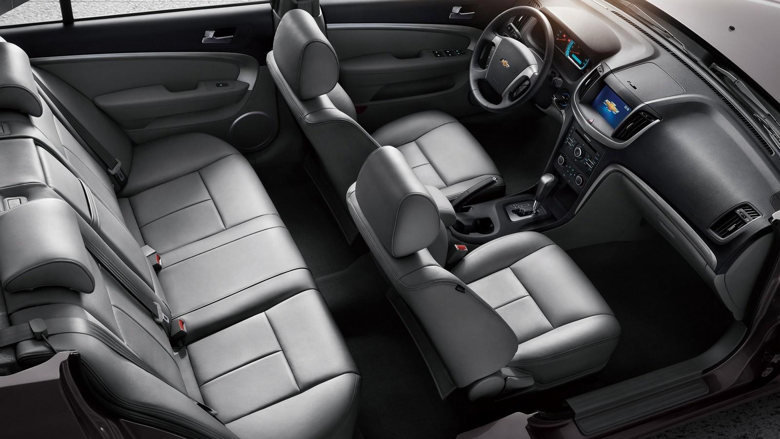 Интерьер Chevrolet Epica '2012–14
