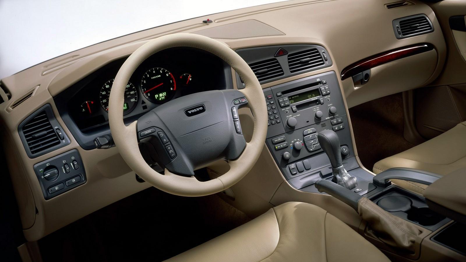 Торпедо Volvo XC70 '2002–04