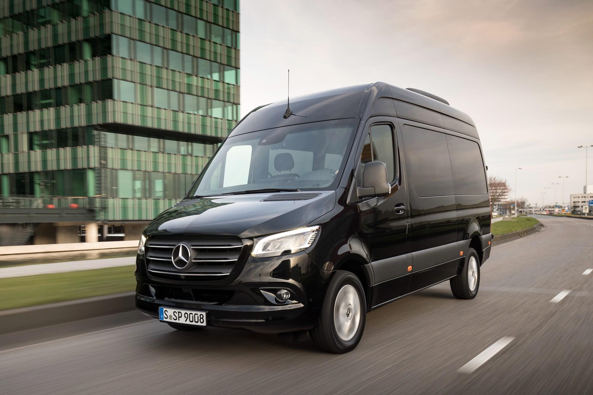 У Mercedes-Benz опять проблема с креслами: в России отзывают новенькие Sprinter
