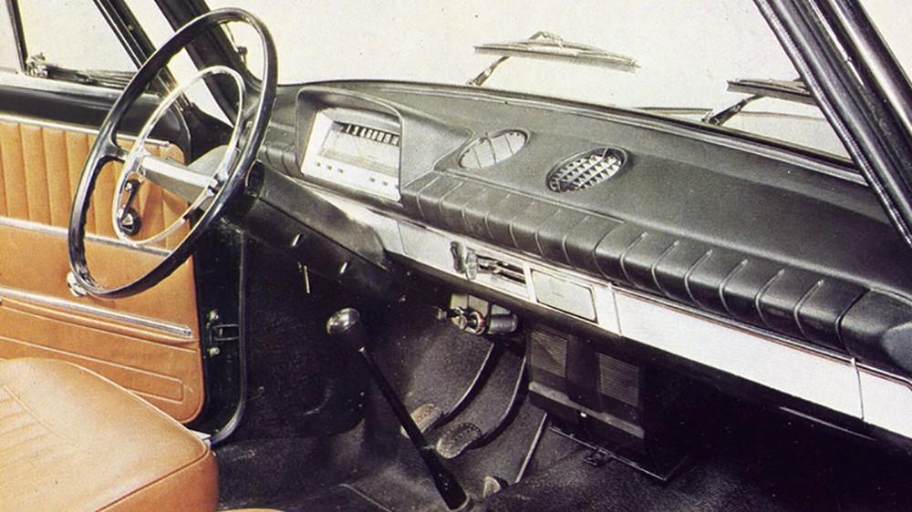 На партии «временных» ВАЗ-2103 действительно использовались детали интерьера «копейки». До наших дней сохранились считаные экземпляры таких «неправильных» машин