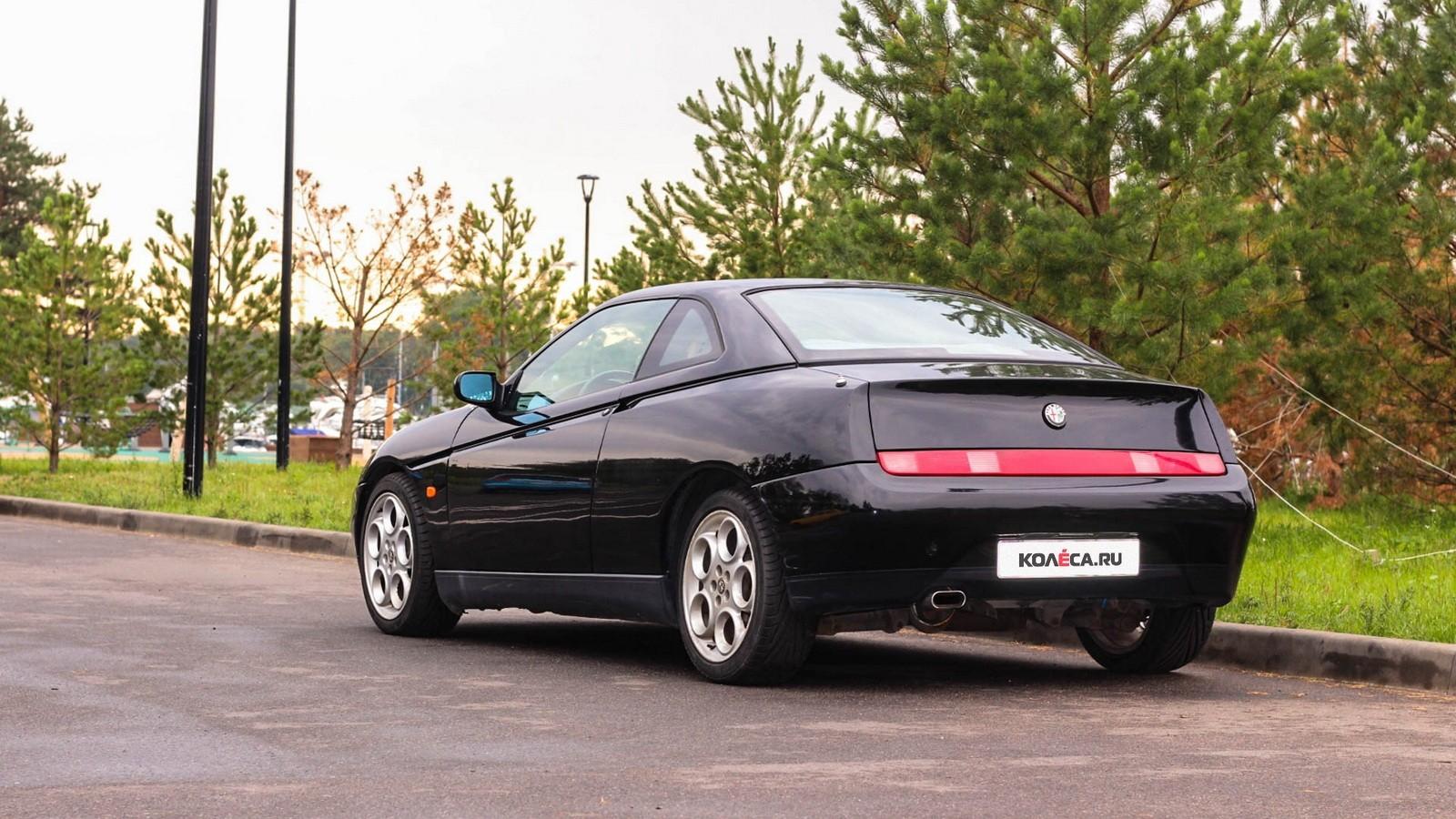 Alfa Romeo GTV сзади (4)