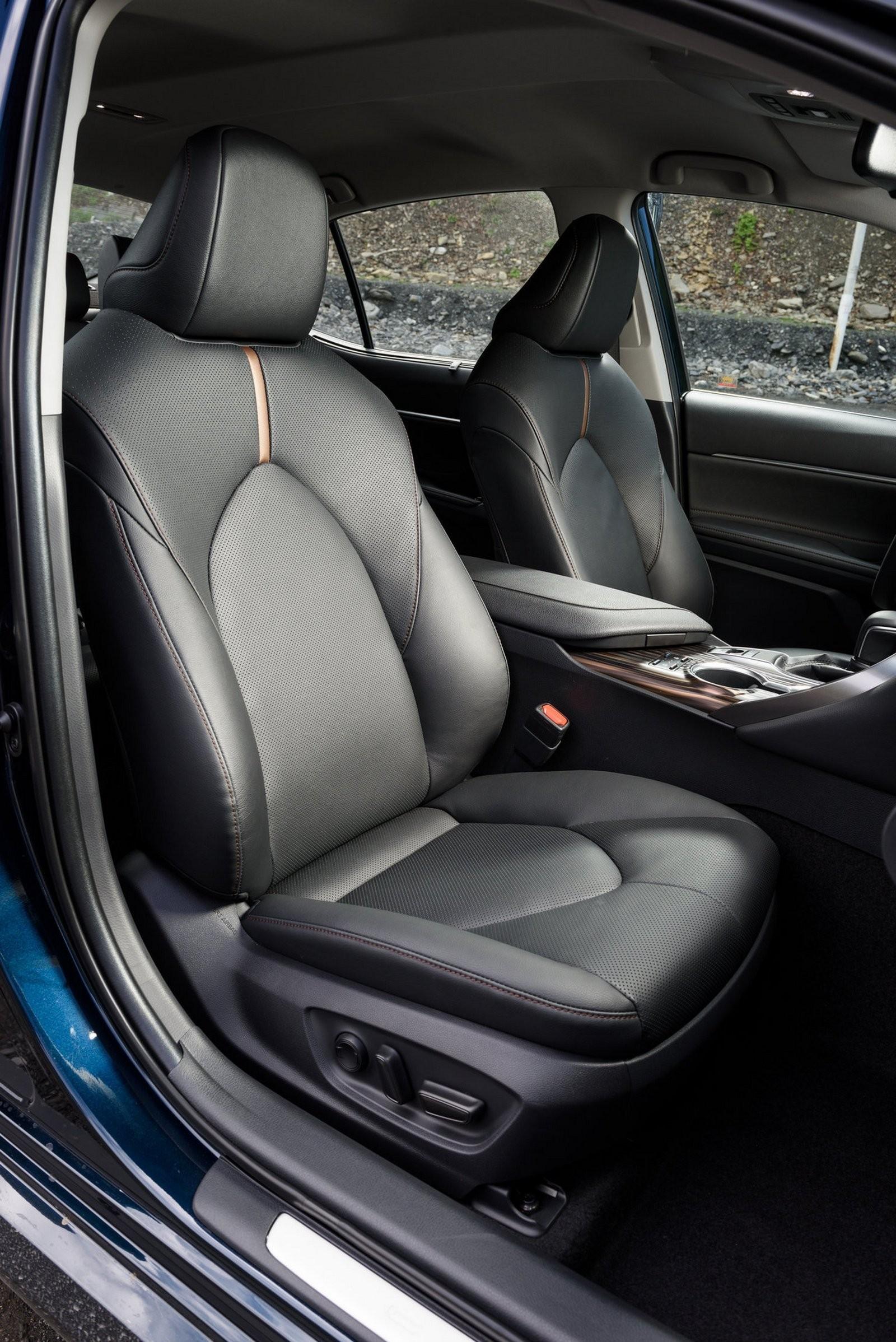 Toyota Camry передние сидения