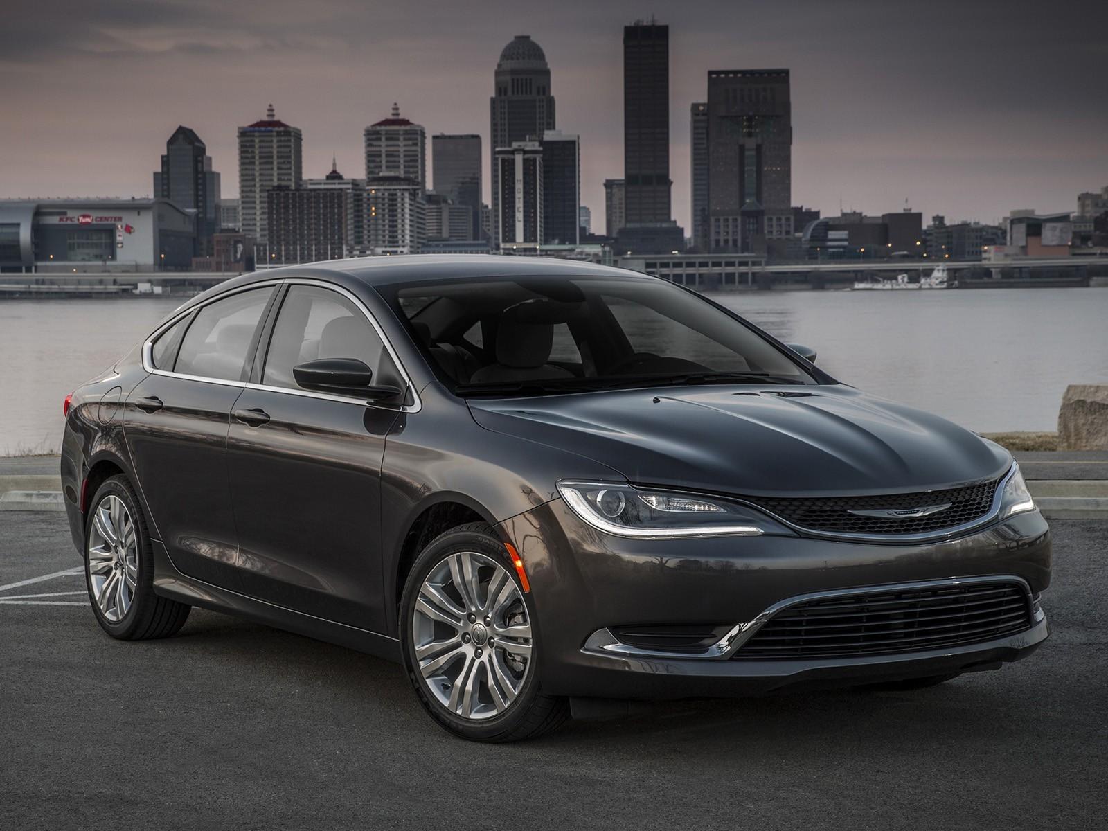 На фото: Chrysler 200