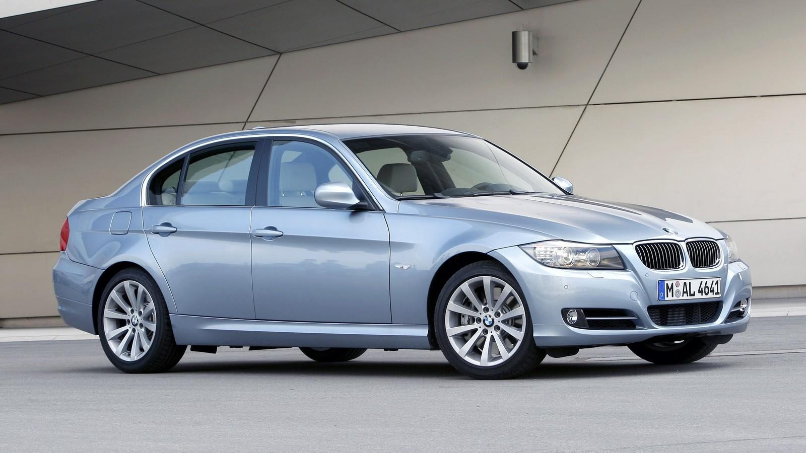 На фото: BMW 335i Sedan (E90) '2008–11