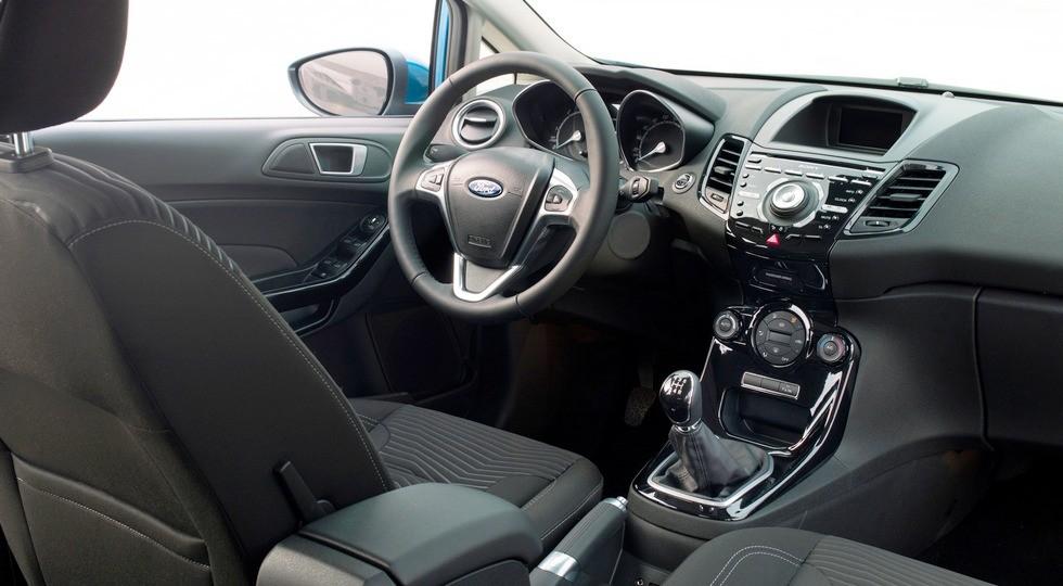 На фото: интерьер Ford Fiesta нынешнего поколения