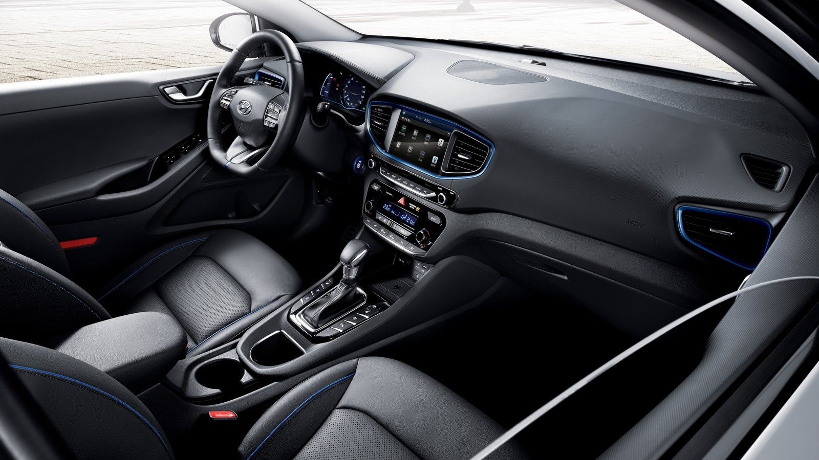 Салон гибридного Hyundai Ioniq