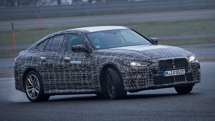 В преддверии скорой премьеры BMW показала седан i4 на новых кадрах
