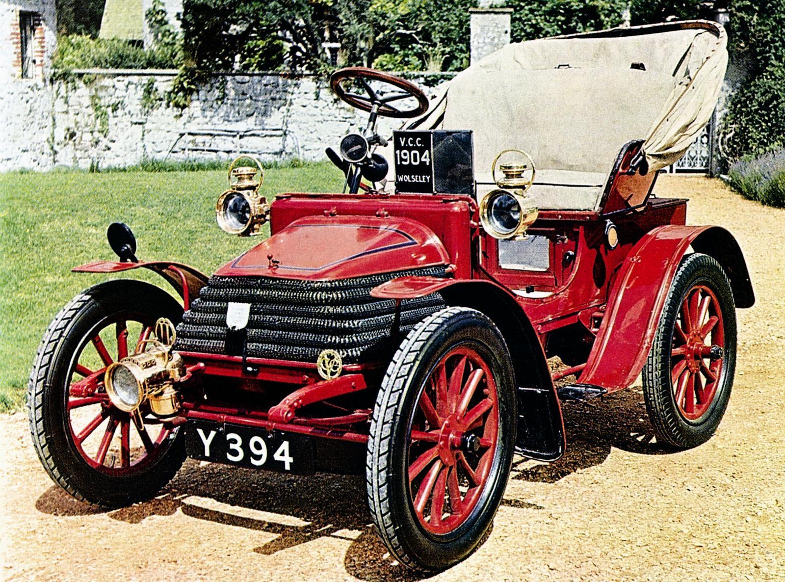 Легкий английский двухместный автомобиль Wolseley 5НР выпуска 1904 года