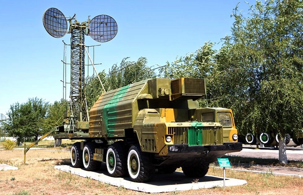 Машина связи МС-2 в исполнении 15В75 с тропосферной радиостанцией Р-406ВЧ «Торф-2»