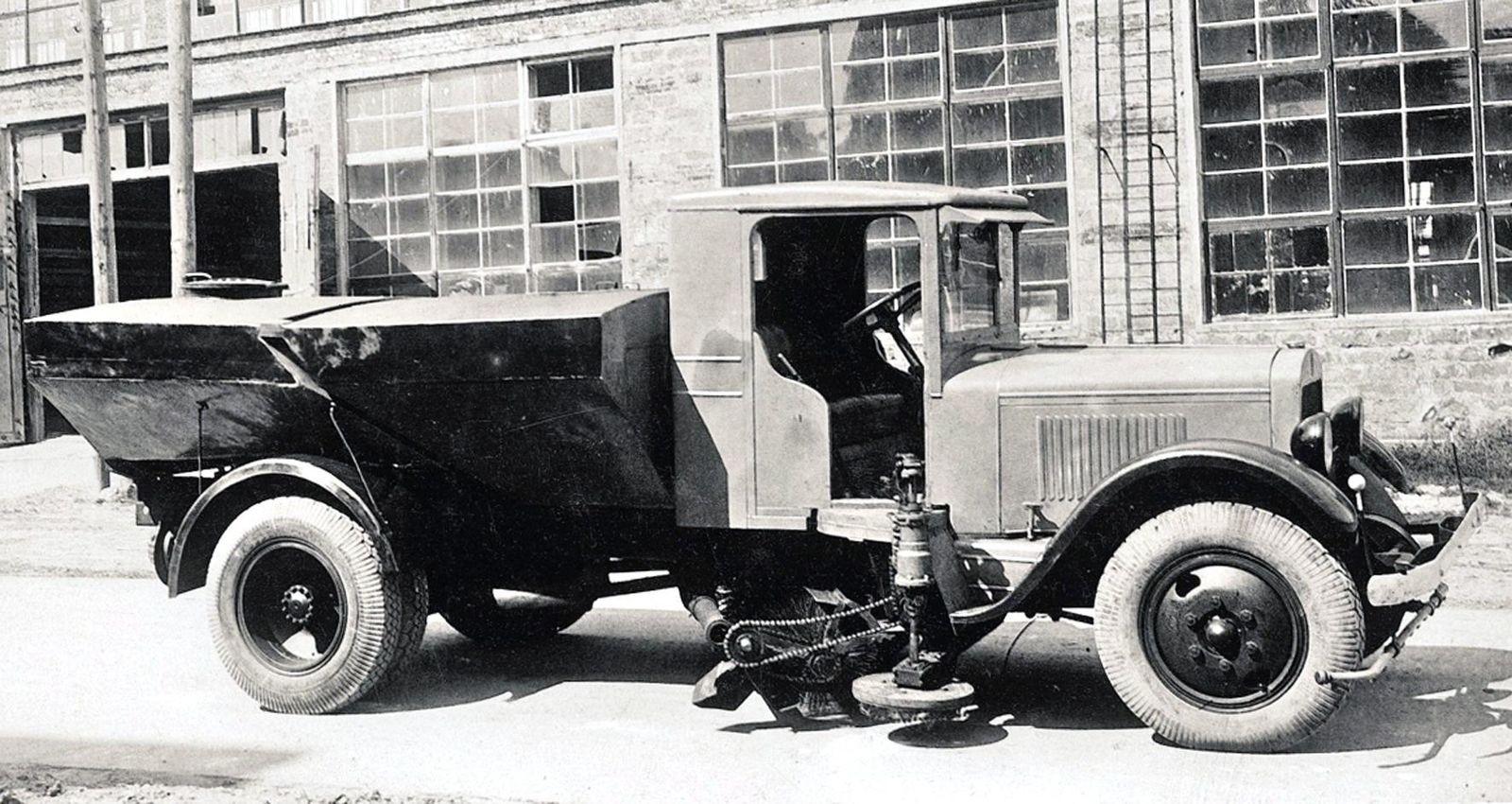 «Подметалки» и «поливалки»: история советских коммунальных машин