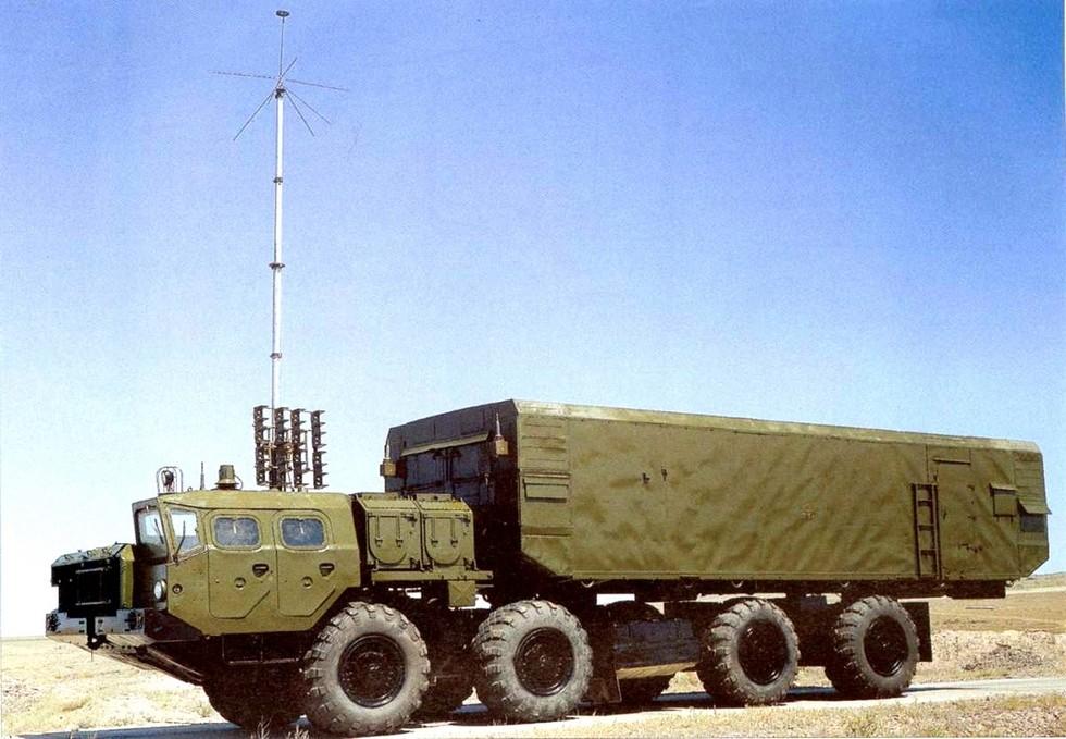 Мобильный пункт боевого управления 54К6Е зенитного комплекса С-300ПМУ-1