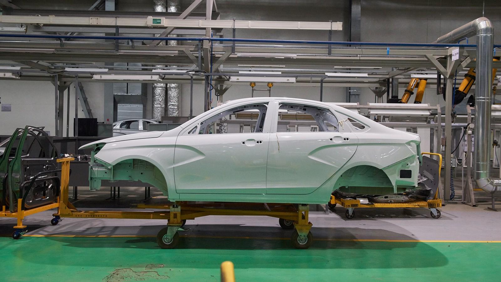 На фото: производство седана Vesta на заводе Lada Ижевск