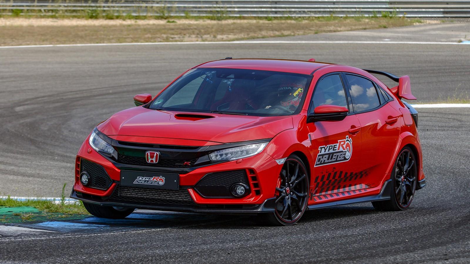 Honda Civic Type R sets new lap record at Estoril circuit in Por