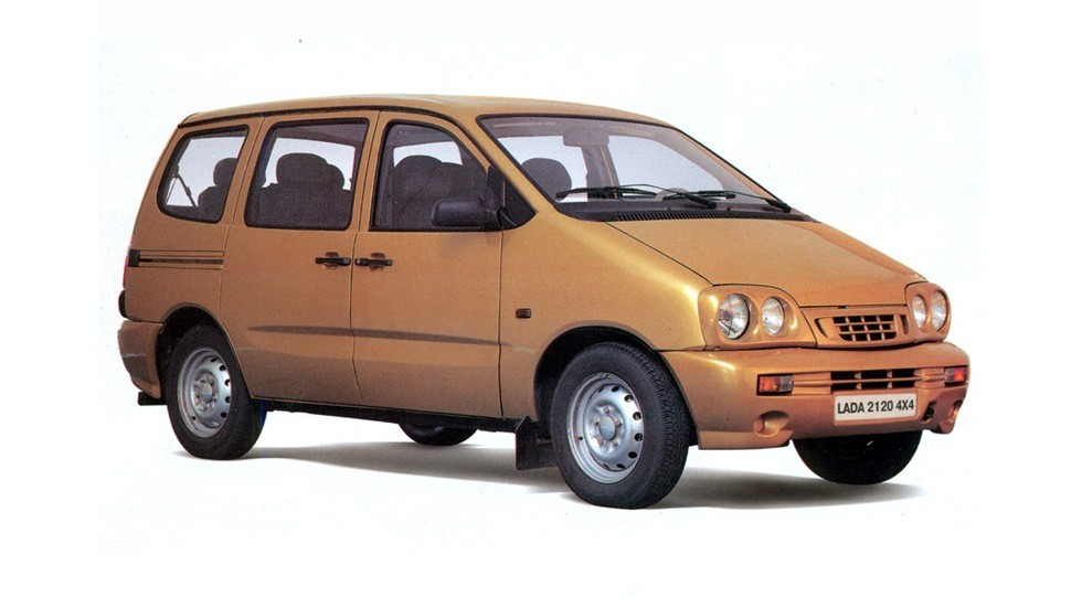 На фото: ВАЗ-2120 Надежда '1998–200
