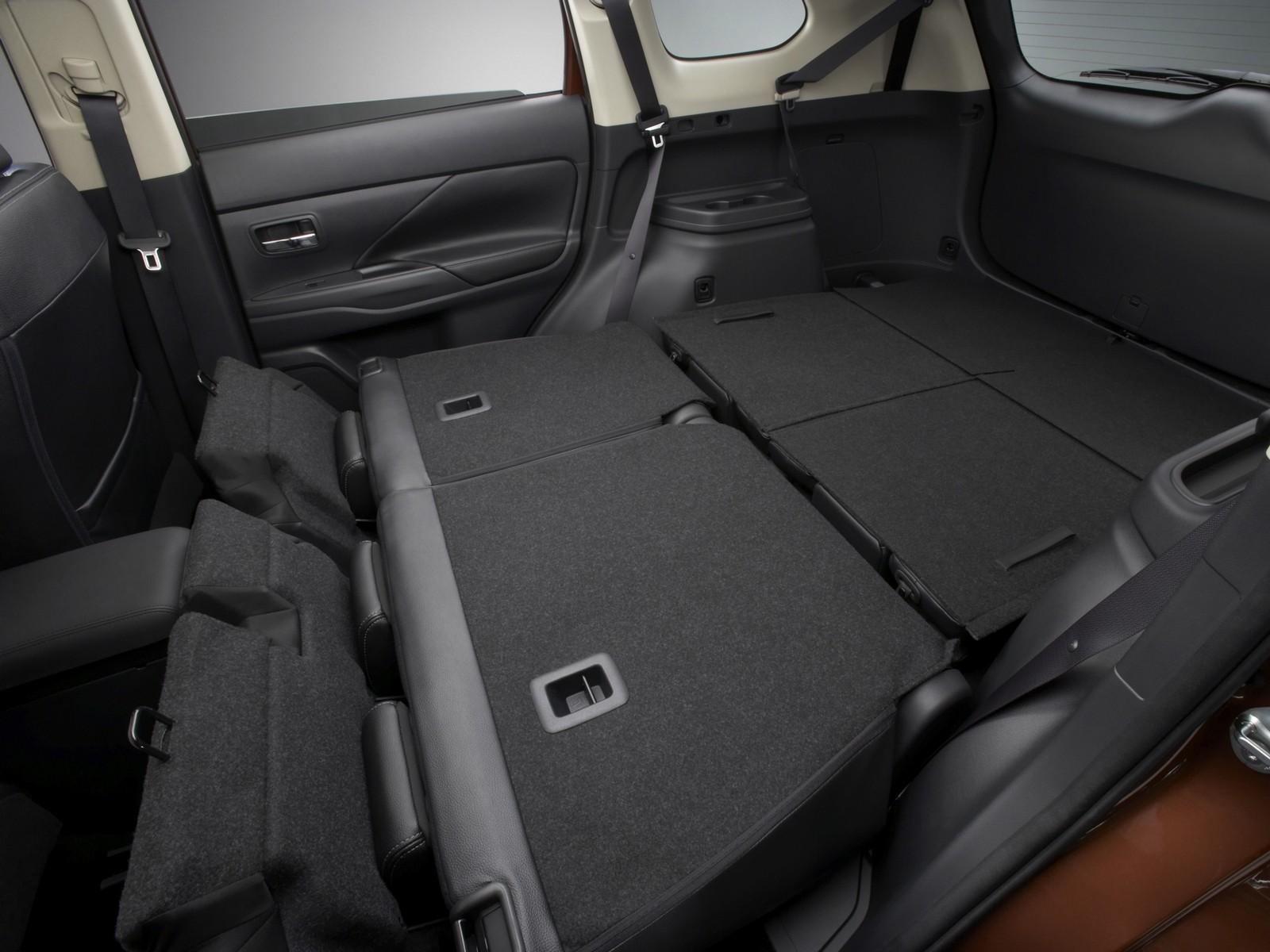 Интерьер Mitsubishi Outlander Worldwide '2012–14 разложенный багажник