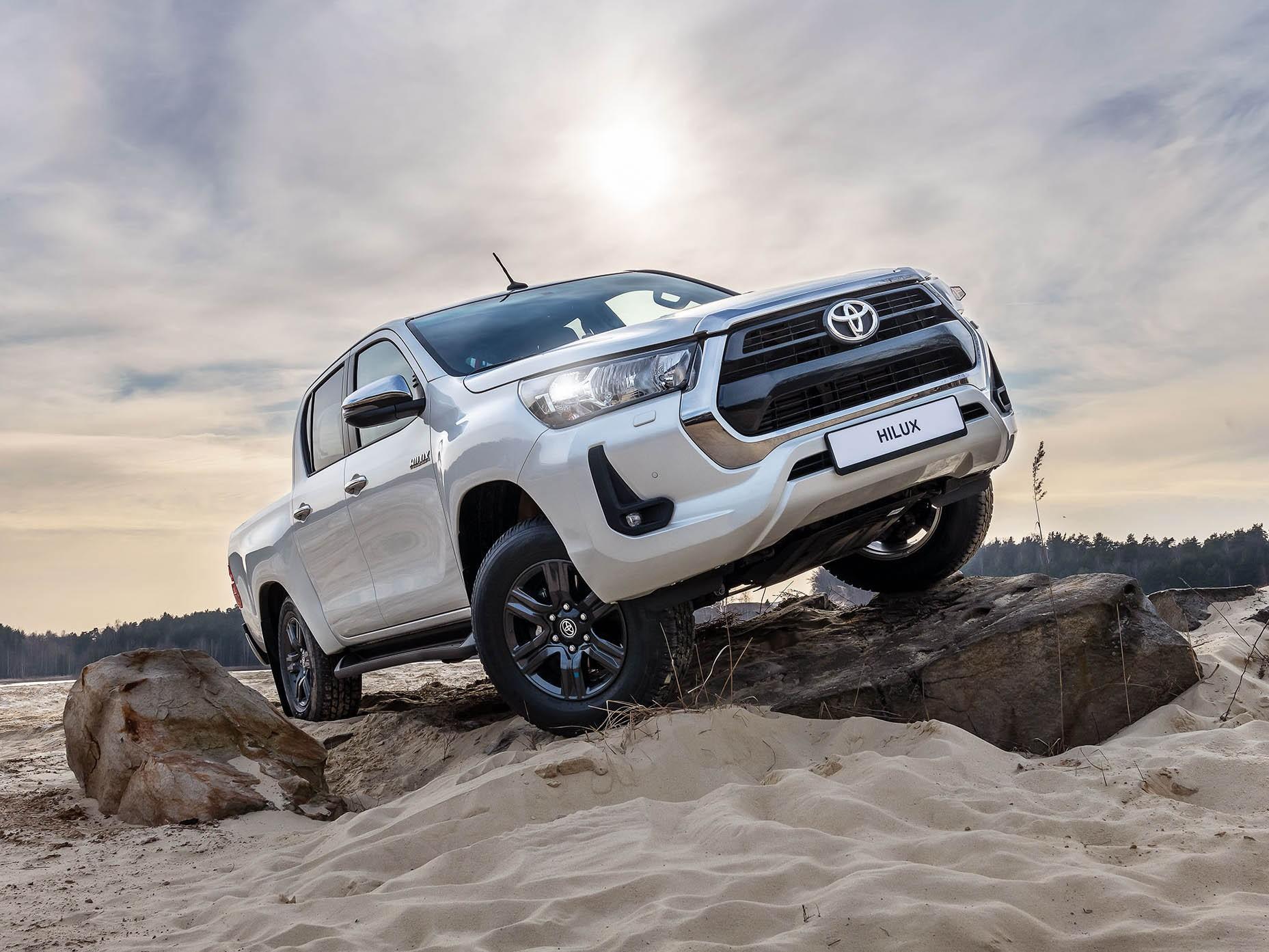 Toyota зафиксировала высокий спрос на обновлённые Hilux и Fortuner в России